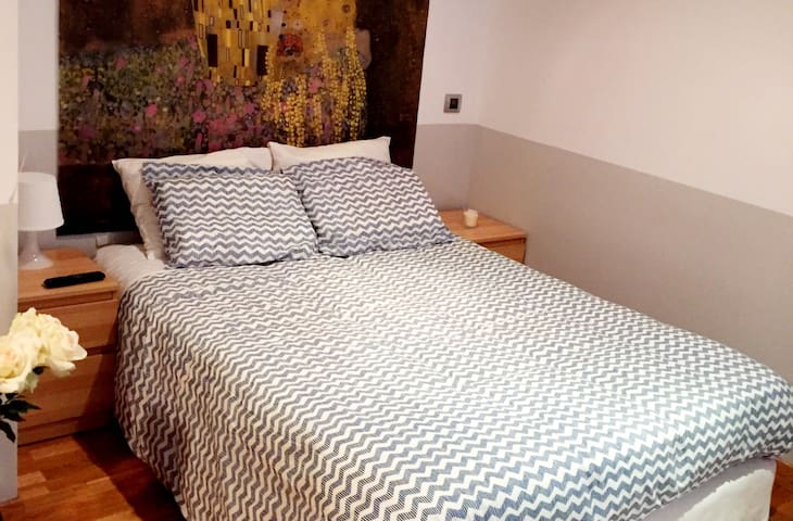Loft en barrio más lujoso de Madrid - Madrid - Loft