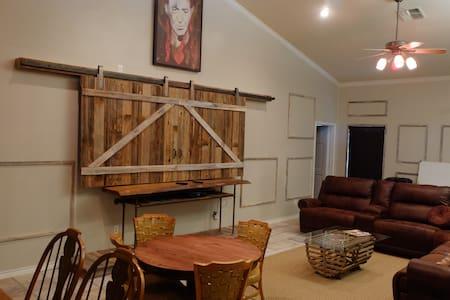 Modern Farmhouse on Guadalupe River - Seguin - Maison