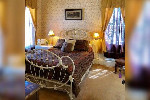Kristynn's Room at the Historic Powers Mansion Inn