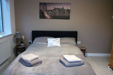 Refurbished groundfloor double room quiet area - Reydon - Bed & Breakfast