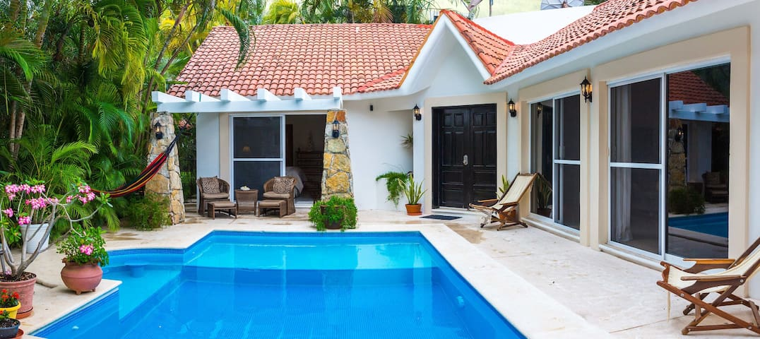 LUX Private Villa! 4BR Getaway w/ Pool! BEST!!!