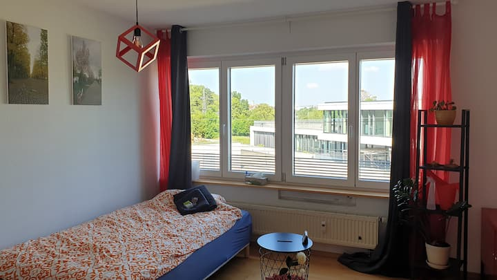 Comfy room in central Ulm with view of Danube
