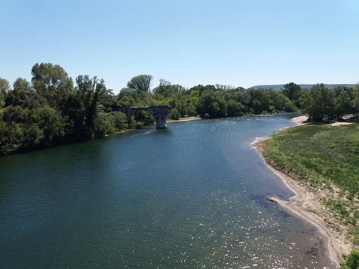 Mobil home au calme bord de riviere