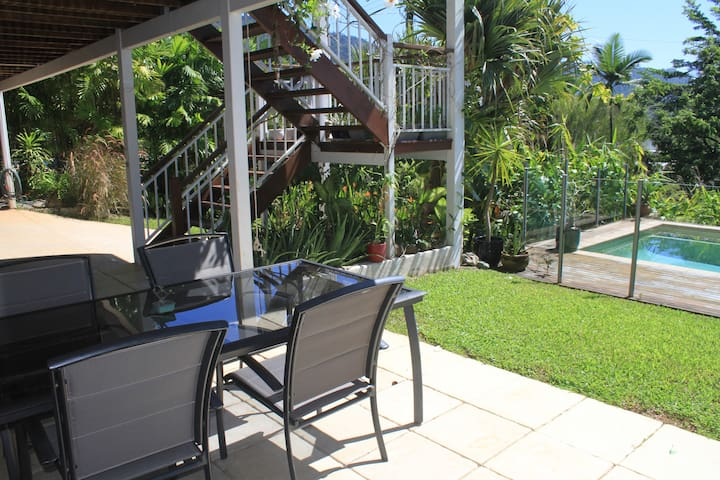 Tropical Private Studio Beautiful Pool - Cairns - Byt
