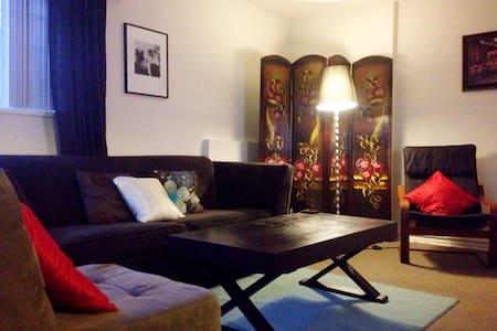 Private, cozy entire apt near VGH, - Vancouver - Apartment