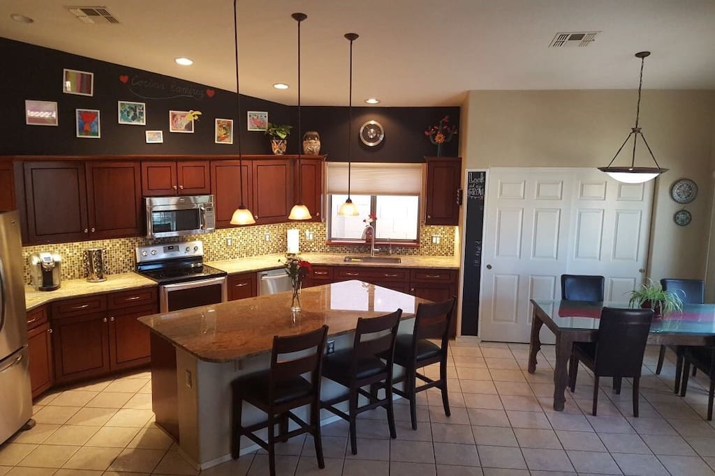 Beautiful kitchen. With reverse osmosis water filter!