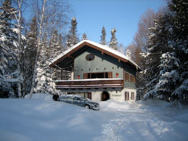Killington Queen. Great location close to slopes - Killington