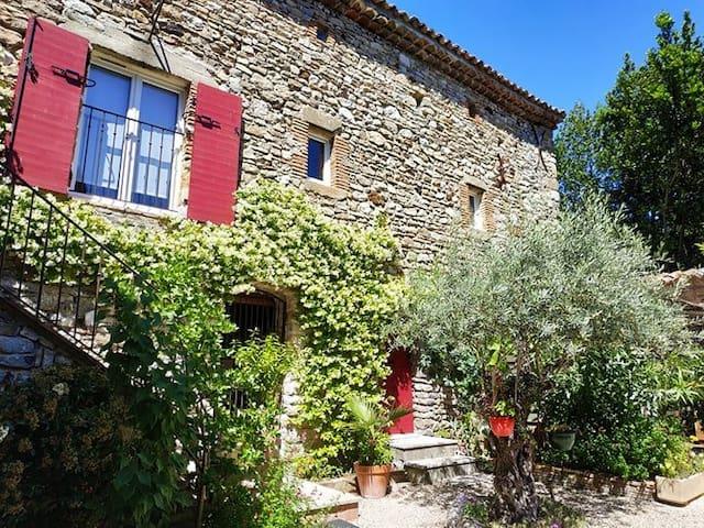 Séjour romantique en Cévennes avec jacuzzi