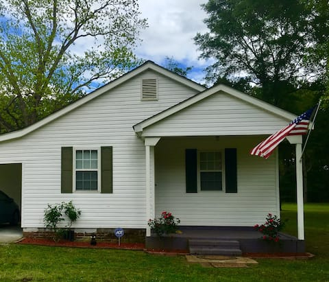 *Relax and Refresh Cottage-Near I-95 and Florence*