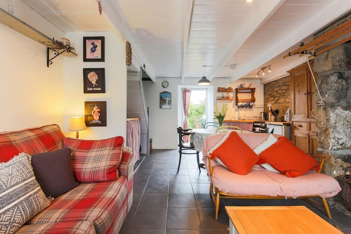 The Snug, ideallic cottage for couples or families