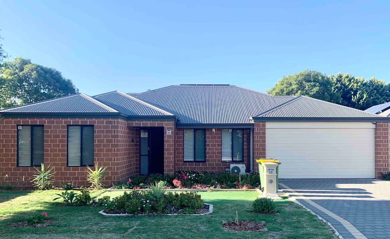 { Cannington Home - House 5 } ~ (4 bedrooms, WiFi)