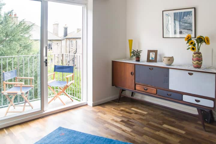 Small double room in a quiet flat close to the sea
