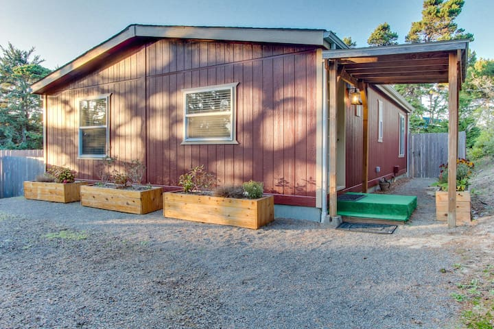 Vibrant and peaceful beach area home that's also dog-friendly!