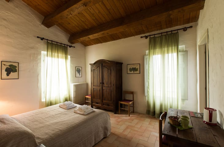"Blackberry room - ""The Lentil"" veg Farmhouse - Forlì - Bed & Breakfast"