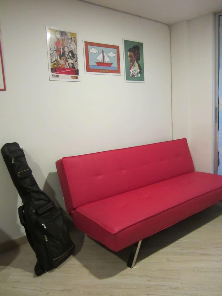 Habitación en hermoso apartamento con un excelente ambiente.