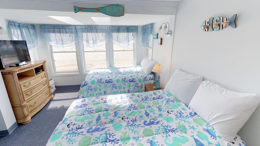 Ocean Front 3rd floor Motel Room #14 Sleeps 4