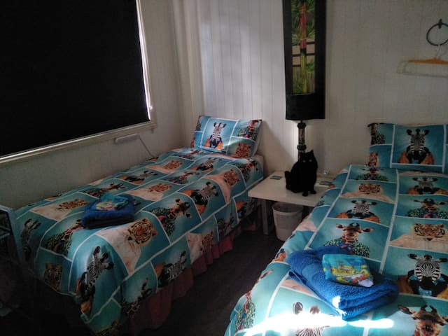 Cairns-Upstairs-WiFi, Twin Beds,Share Bathroom.
