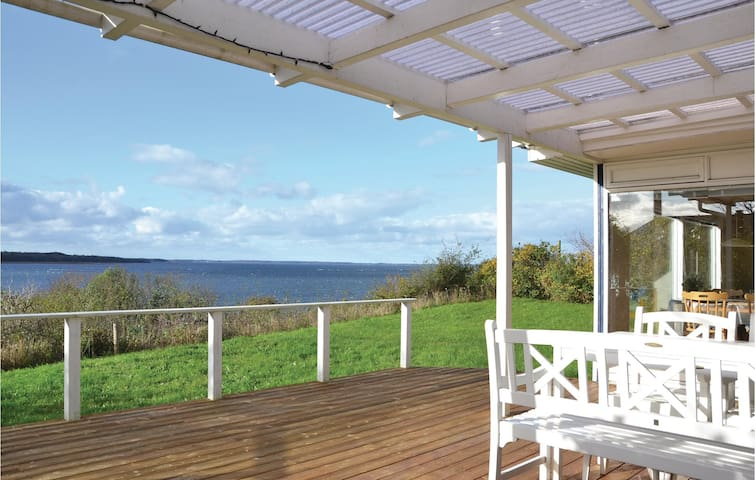 Holiday cottage with 2 bedrooms on 53m² in Ølsted