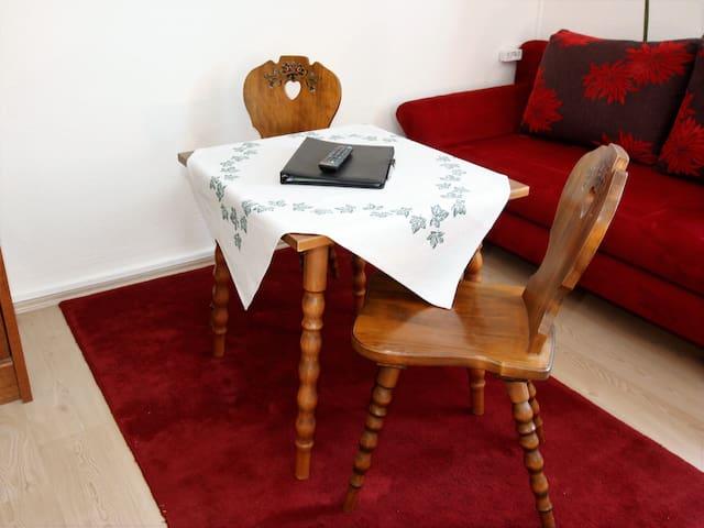 Sitzgelegenheit und (Schlaf-)couch - Zimmer3