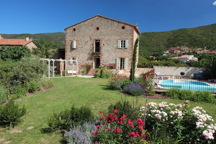 Large Farmhouse - pool, garden and mountain views