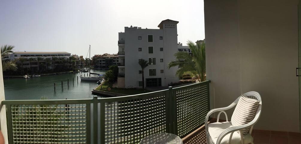 Moderno Apartamento en La Marina - San Roque - Leilighet