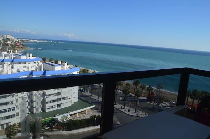 VIVE BENALMADENA Estudio Duplex vistas al mar, primera linea de playa
