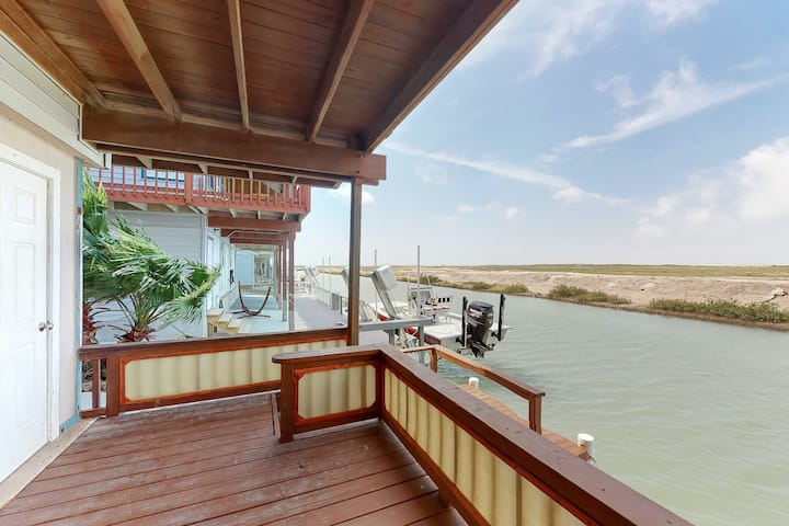 New listing! Quaint beach cottage with shared pool and hot tub - close to golf!
