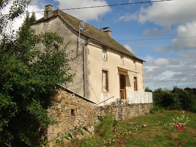 Maison 4-6 pers 80m² au calme et à la campagne - Saint-Martin-la-Méanne - Dům