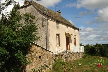 Maison 4/6 pers 80m² au calme et à la campagne - Saint-Martin-la-Méanne