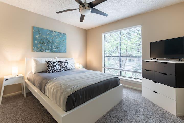 Hip & Luxury Condo in Uptown, Dallas
