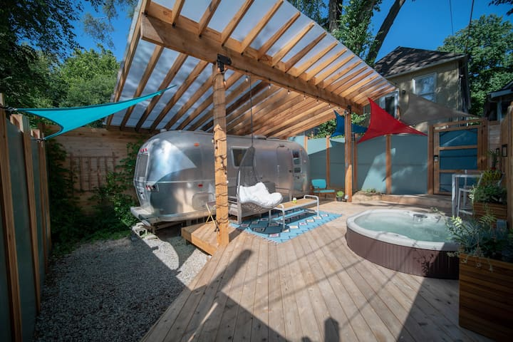 Modern Airstream Tiny House Near Downtown Kc Tiny Houses For
