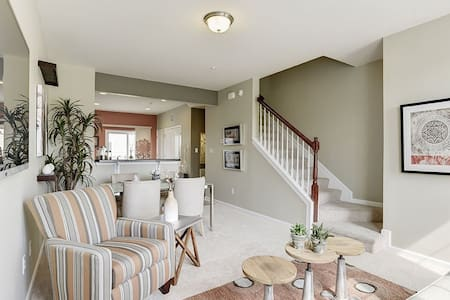 2bed 2bath 3 story townhome