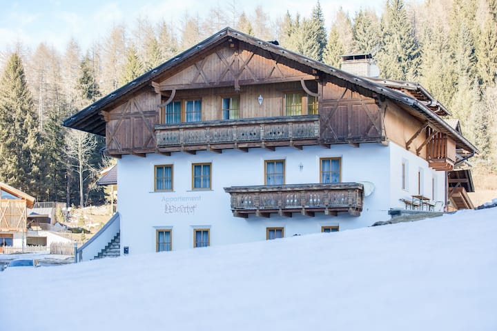 Idyllic Apartment Benjamin with Balcony, Mountain View & Wi-Fi; Parking Available, Pets Allowed