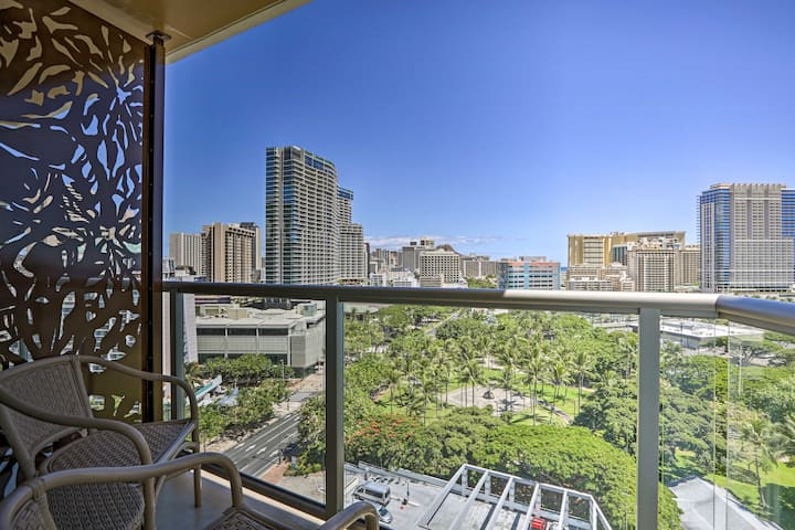 NEW! Waikiki Oceanview Gem <½Mi to Parks + Beaches