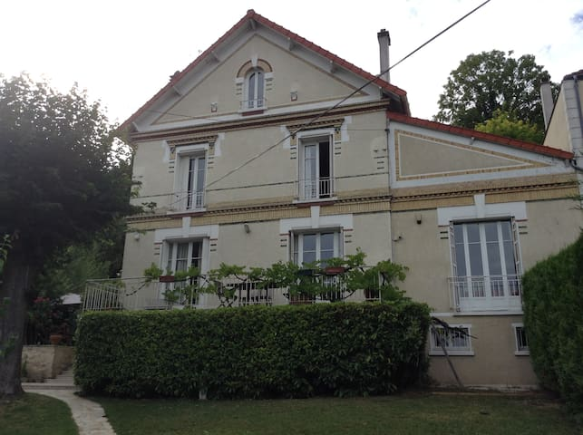 House, swimming pool, jacuzzi, garden near Paris. - Carrières-sur-Seine
