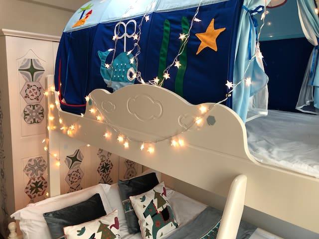童趣-高低床  下铺是1.5米双人床,上铺是1.2米单人床
