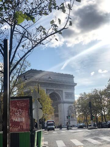 Quiet Parisian place, Metro Etoile