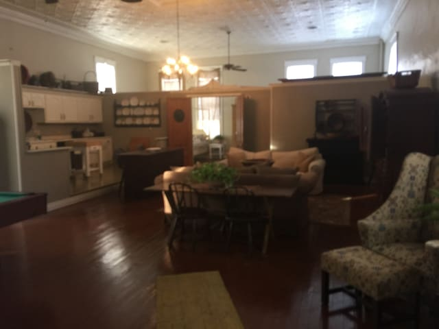 Spacious Loft 1 Mile East of I-65 - Dayton - Daire