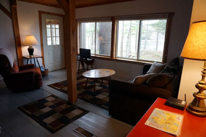 Lovely Waterfront Cottage with Screened in Porch - Georgetown - Apartemen