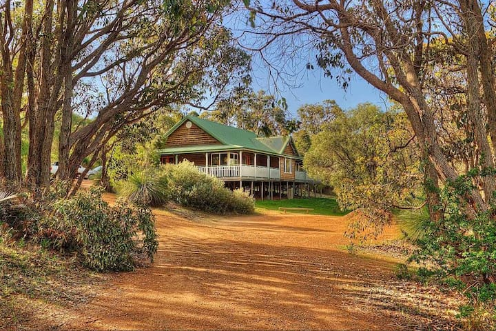 Large Chalet in Heart of Yallingup Forest