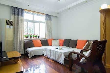 couchsurfing@中山公园 沙发客首选 靠近2、3、4地铁 - Appartamento