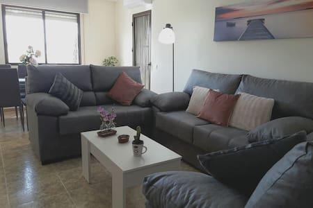 Apartamento amplio luminoso cerca playa con garaje