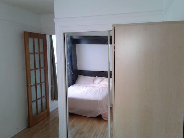 """Washing-machine and Dryer are inside the """"mirror"""" cupboard / la laveuse et sécheuse sont dans le placard"""