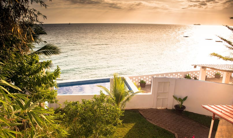 Zanzibar Beach House - private, close to airport.