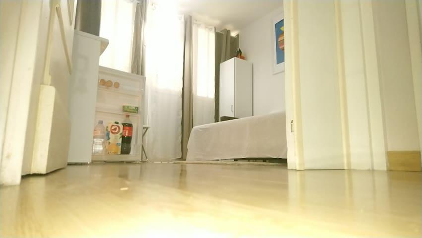 Chambre très agréable Wi-Fi TV Mini frigo.