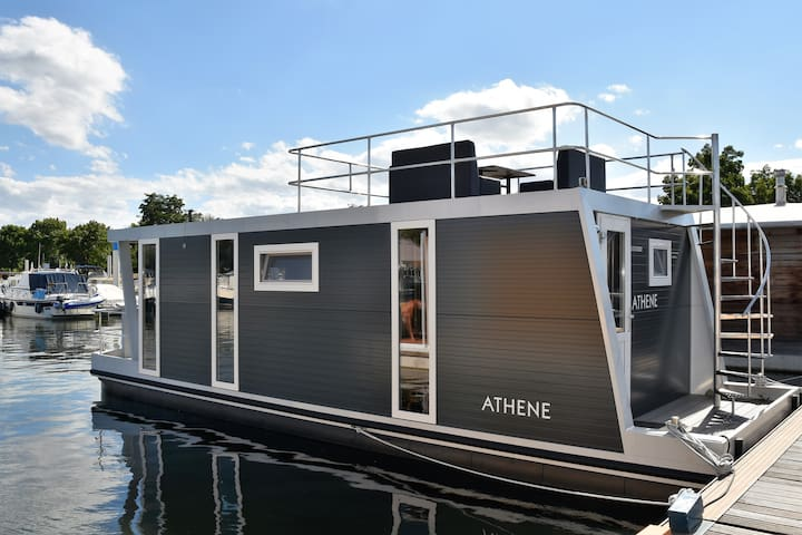 Cozy floating Boatlodge, Maastricht. 2 bedr. 4P