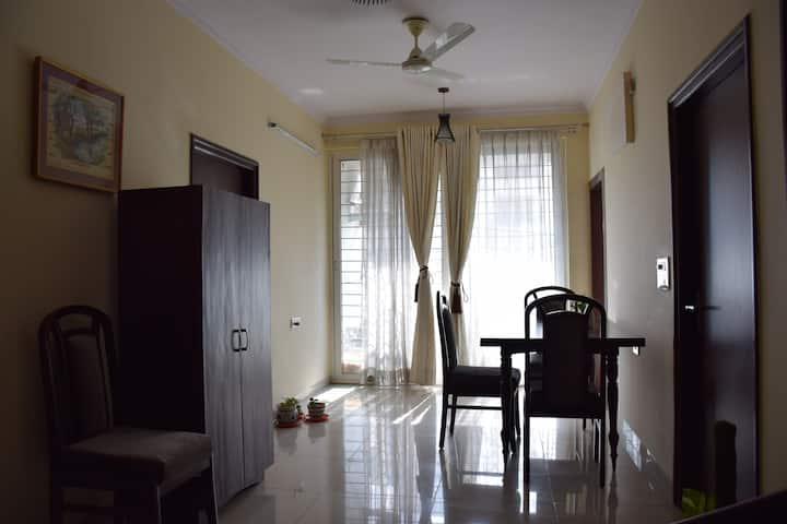 ★3BR Apt in City Centre★Quiet Neighborhood★Room 2★