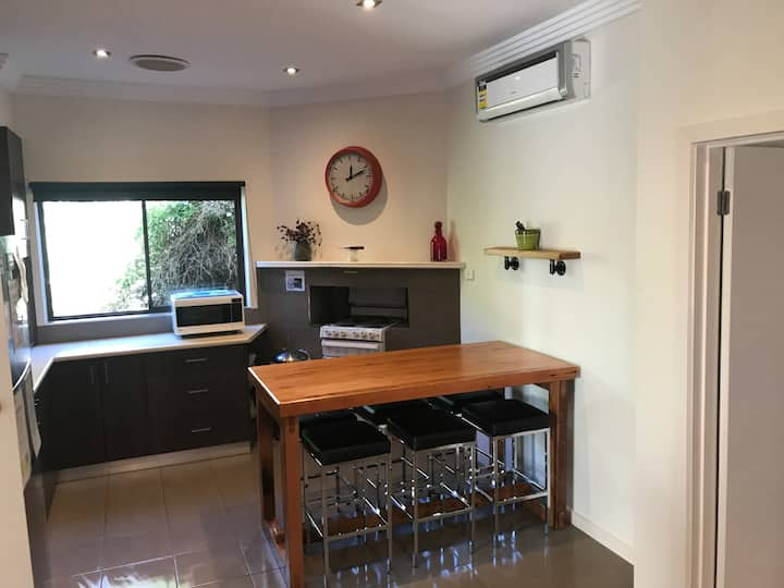 Ballarat Short Stays - Central Cottage
