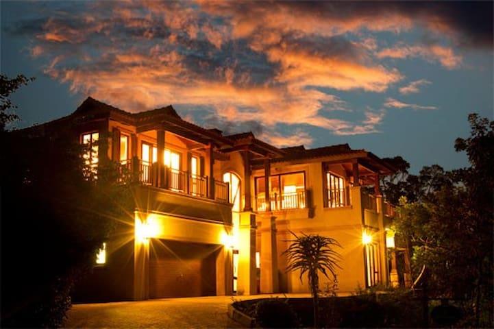 Beautiful, upmarket, coastal villa - Dolphin Coast - Villa