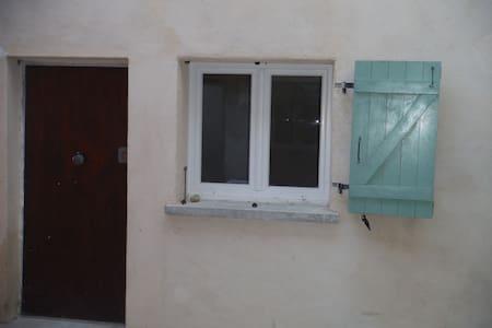 Petite maison meublée, 34m2 Duplex - Givors
